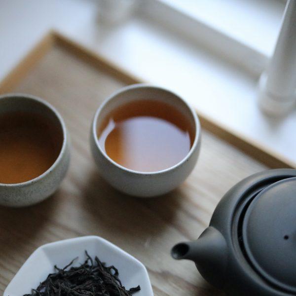 Yamazoe bancha served in Seiryūgama teacups